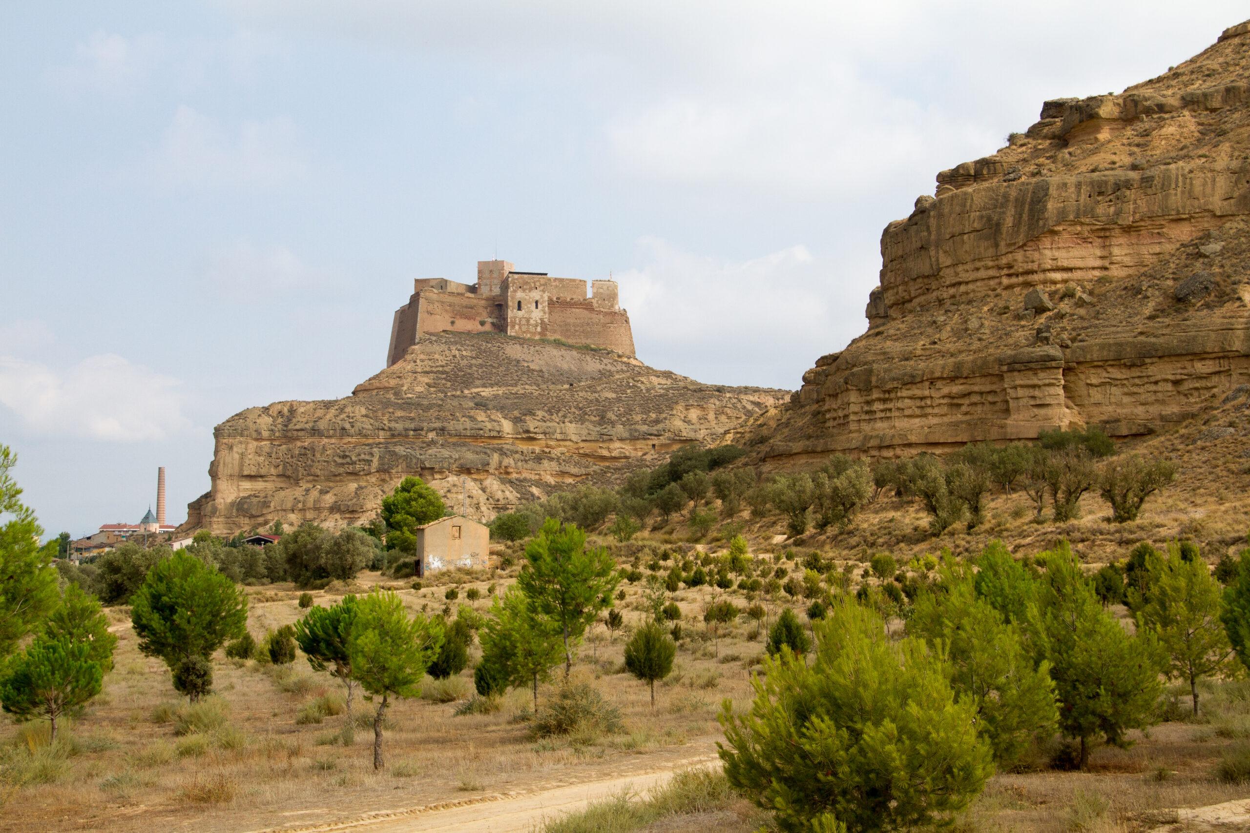 Château de Monzón sur le sommet rocheux
