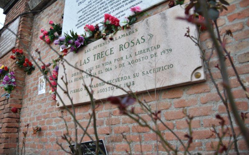 Plaque commémorative des Treize Roses