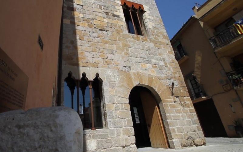 Entrée du musée d'histoire médiévale où se trouve la prison