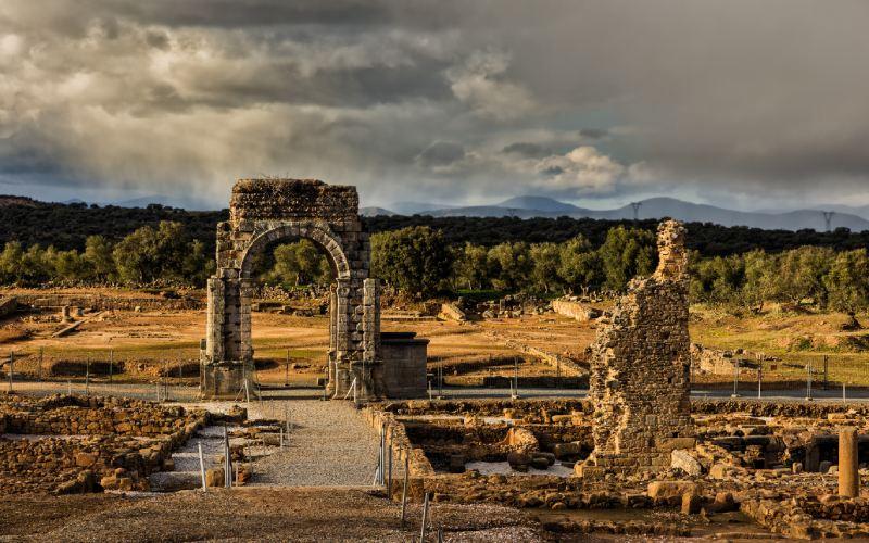 Arc et thermes de Cáparra