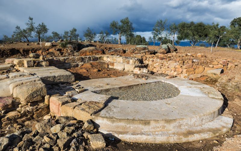 Base d'un bastion aux portes de Cáparra
