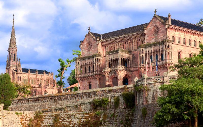 Chapelle-panthéon et palais de Sobrellano
