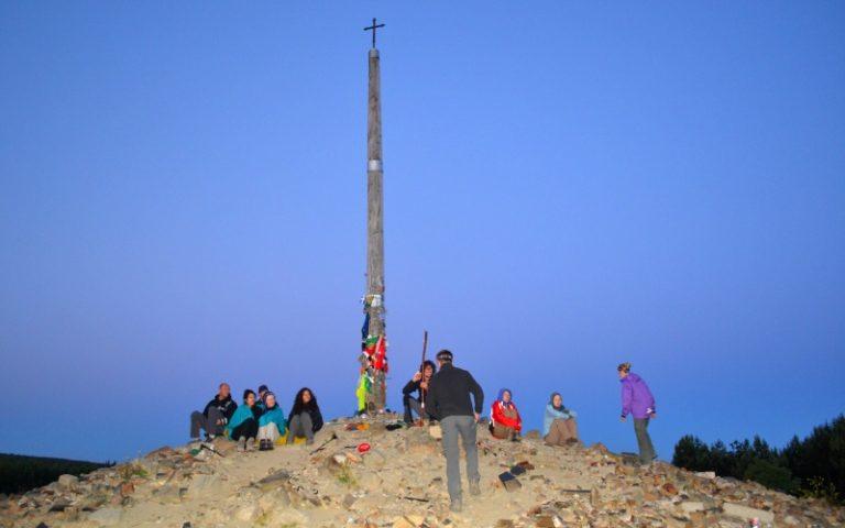 Pèlerins sous la Croix de Fer