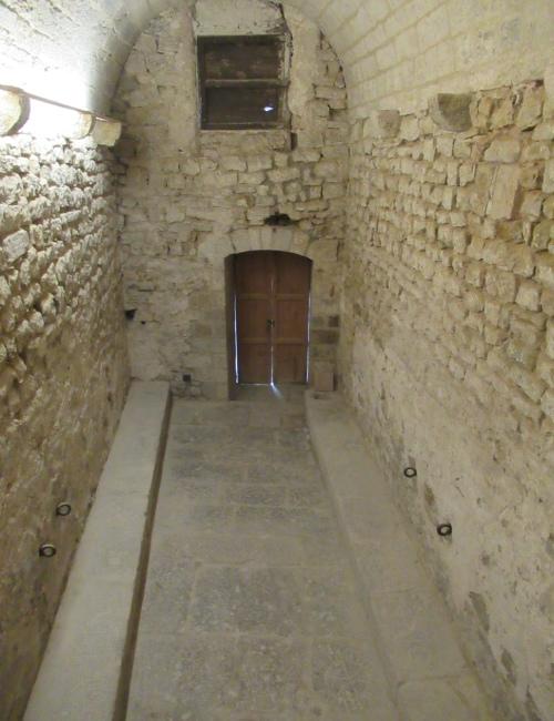 Passage intérieur de la prison médiévale