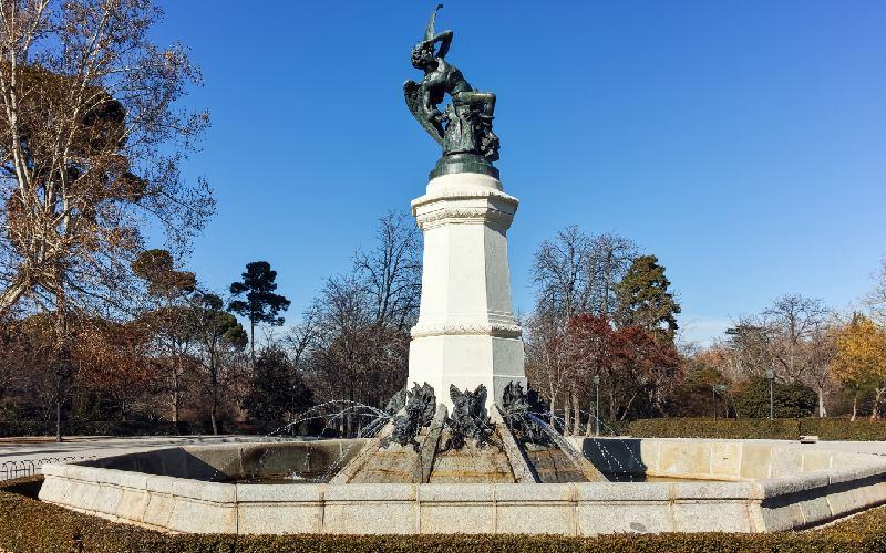 Fontaine de l'Ange Déchu dans le Retiro