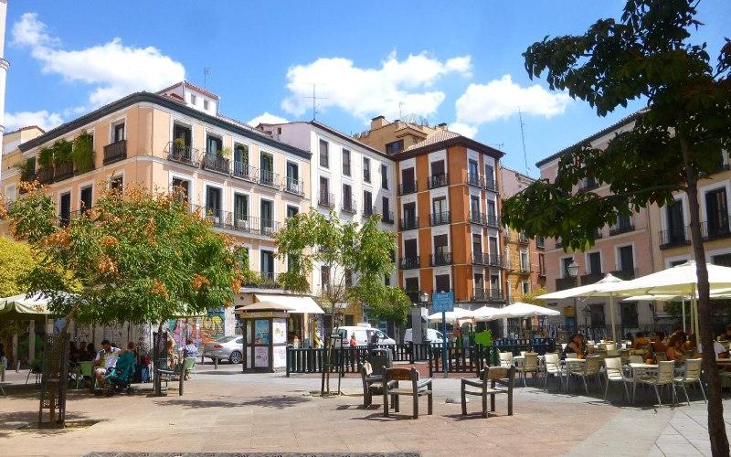 Place de Juan Pujol dans le quartier de Malasaña