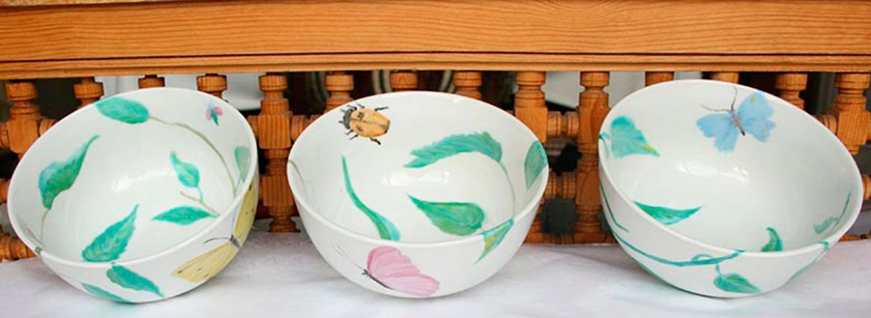 Toiles et assiettes peintes à la main de Chirri Moreno Santamaria