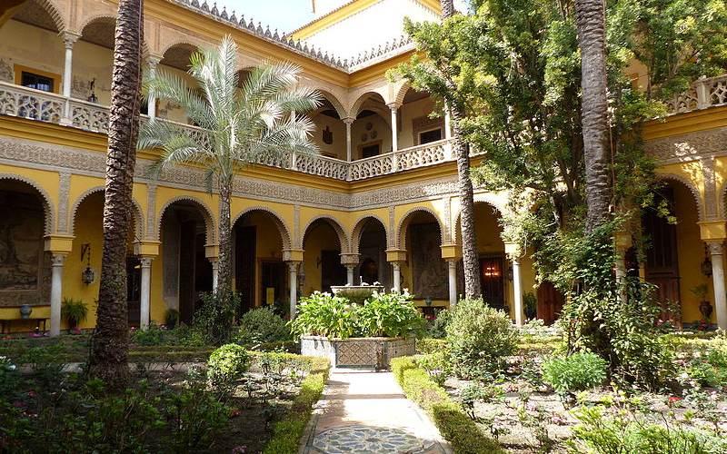 La principale cour intérieure du Palais de las Dueñas