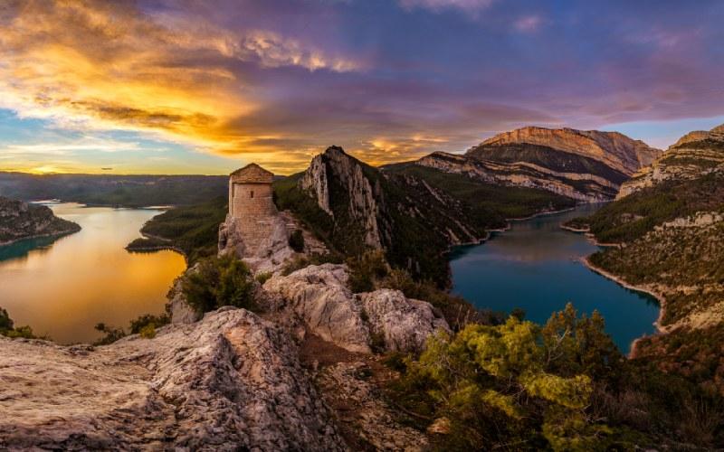 Pertusa et Mont-Rebei à droite