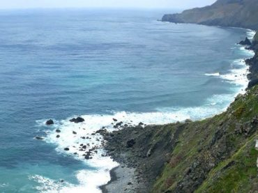 Teixidelo, la seule plage de sable noir non volcanique au monde