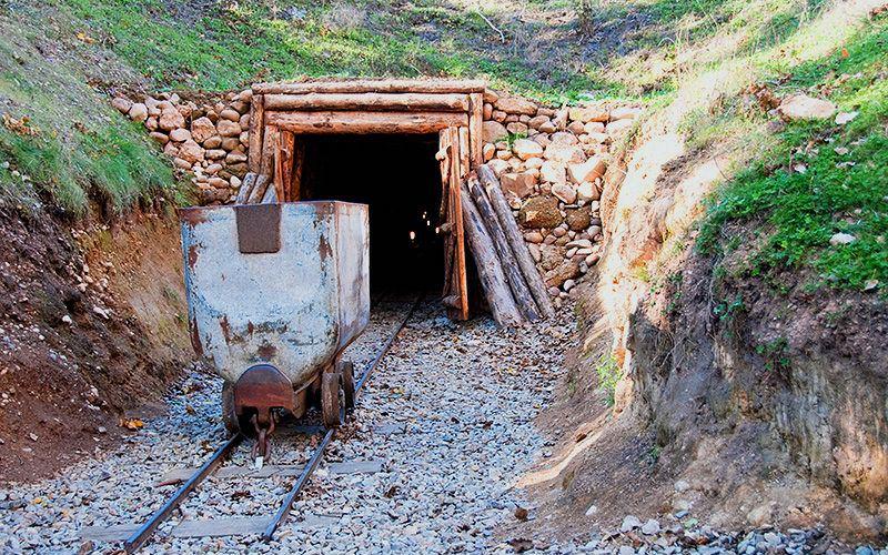 Entrée d'une mine dans le complexe minier Puras de Villafranca