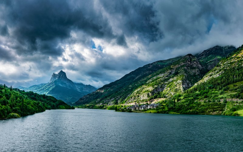 Lanuza et le lac homonyme