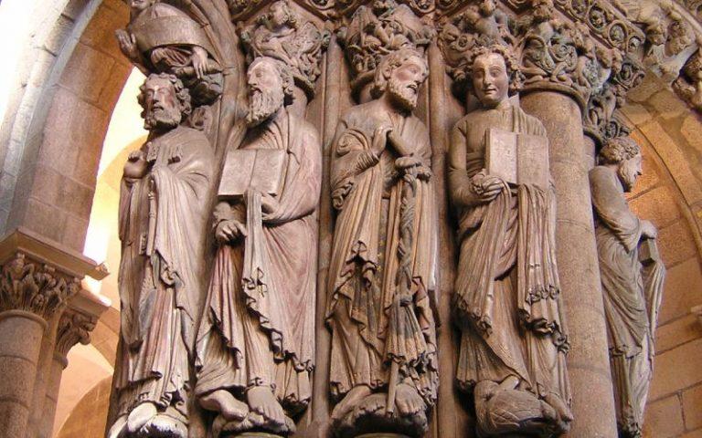 Porche de la Gloire, élément clé de la cathédrale médiévale