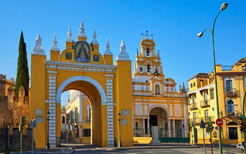 Porte et Basilique de la Macarena