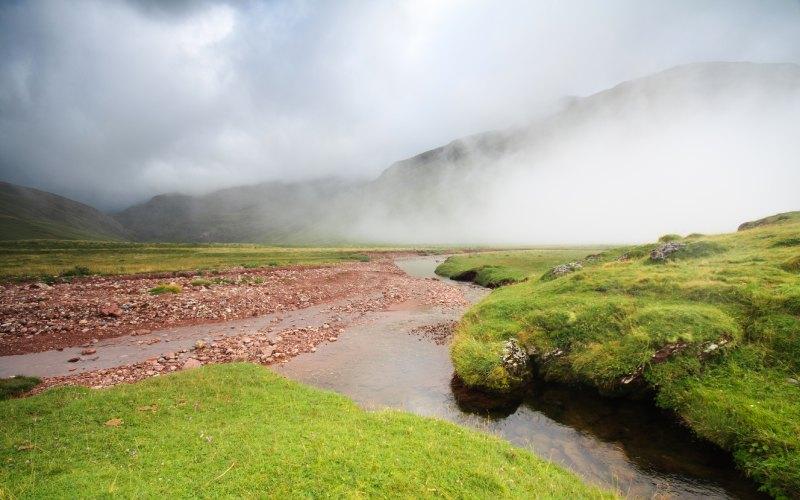 Un matin brumeux au pied de la vallée
