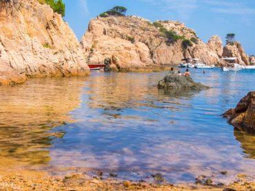 Crique d'Aigua Xelida à Palafrugell, un petit trésor caché entre les rochers à Gérone