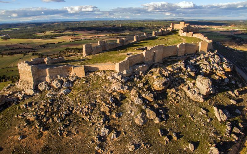 Extrémité ouest et champ intérieur du château de Gormaz