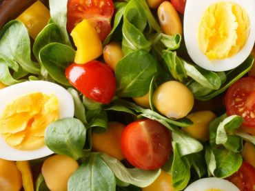 Salade de lupin, œuf et mâche