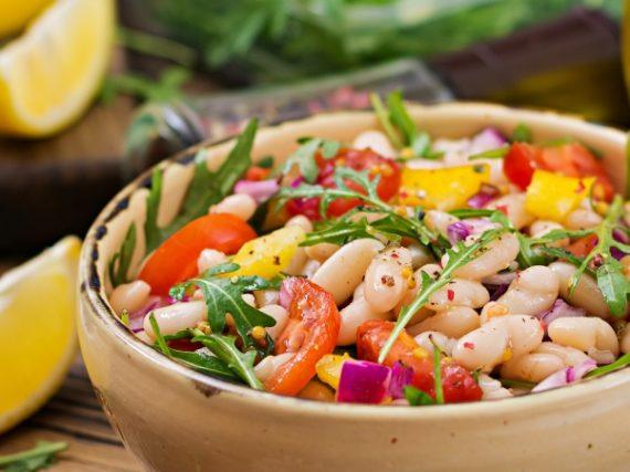 Salade de haricots blancs, parfaite à emporter au boulot