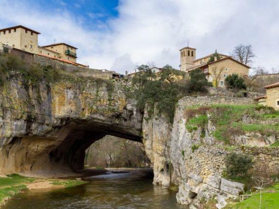 Puentedey, le village construit sur le Pont de Dieu