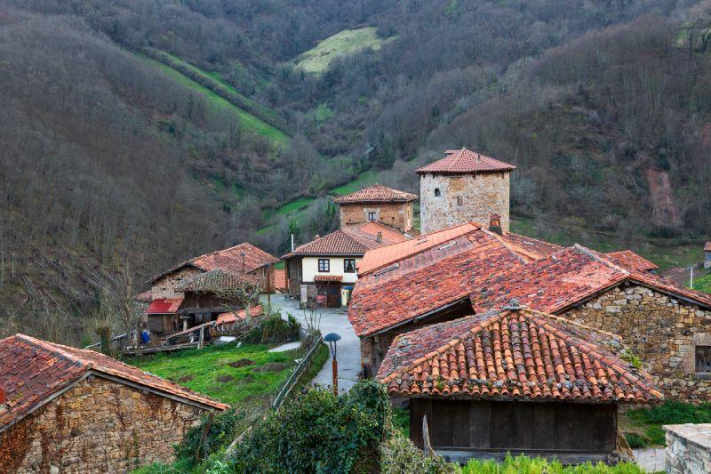 Bandujo/Banduxu, petit village isolé des Asturies
