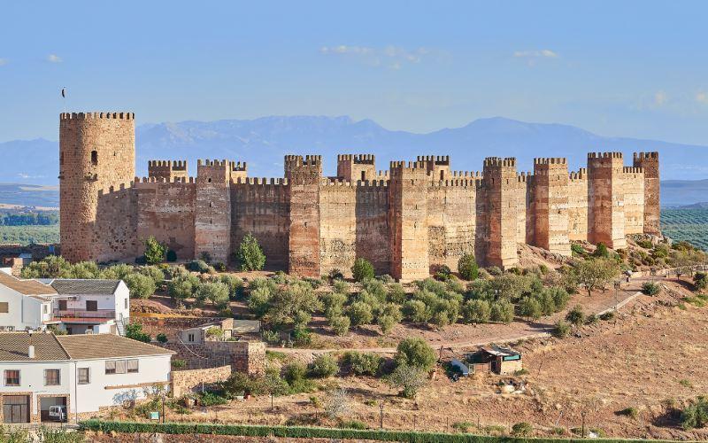 Le château de Burgalimar et ses tours octogonales