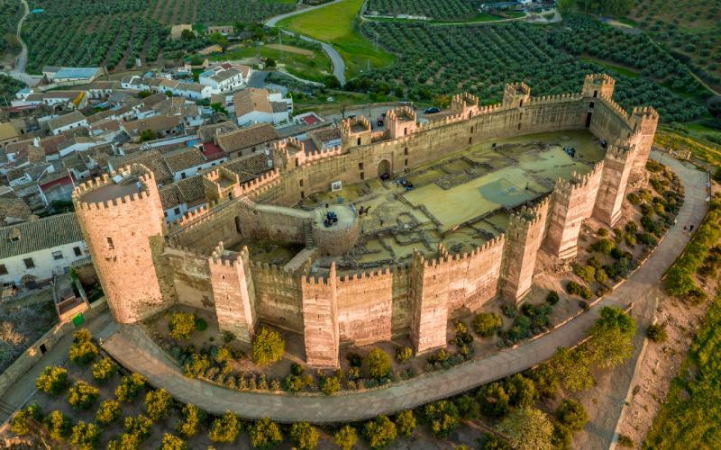 Vue aérienne du château à plan ovale