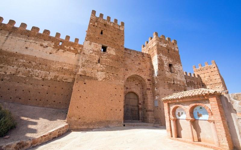 Entrée principale du château de Burgalimar