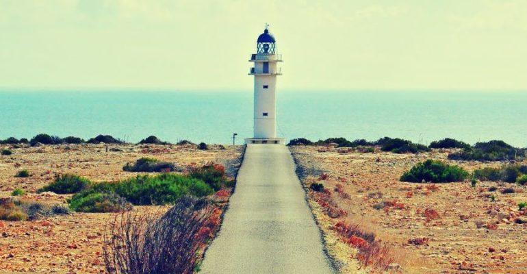 Le phare du Cap Barbaria, le phare le plus au sud des Baléares