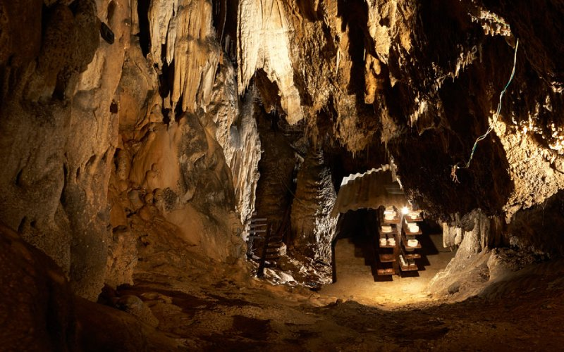 Vue de l'intérieur d'une grotte où murit le fromage Cabrales
