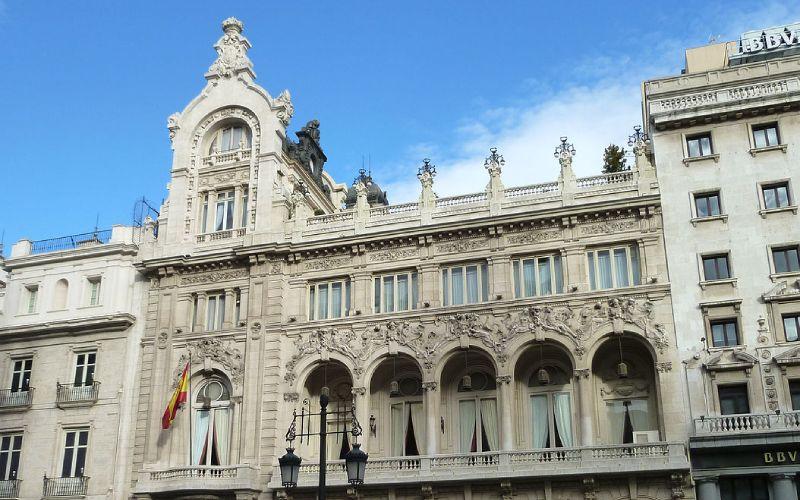 Haut de la façade du casino à Madrid