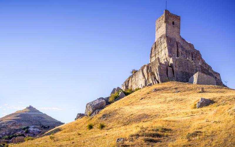 Le château d'Atienza est situé au sommet d'un promontoire