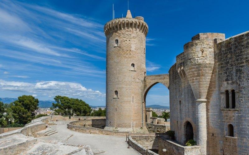 Le Donjon du château de Bellver est isolé