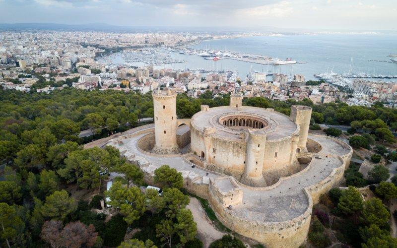 Château de Bellver et Palma de Majorque au fond