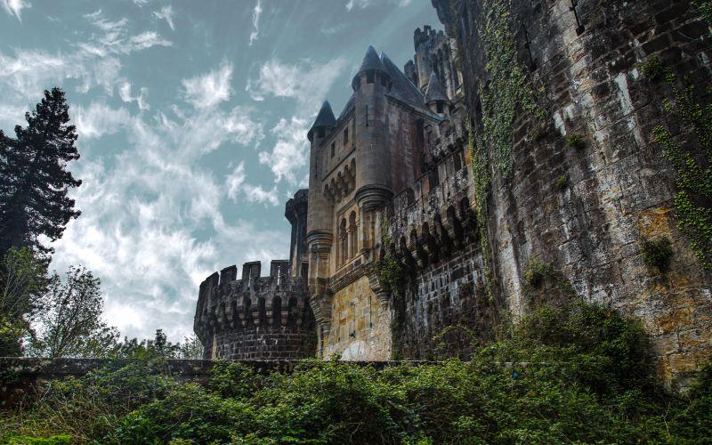 Façade frontale du château de Butrón
