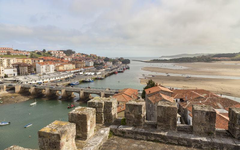 Vues depuis le château de San Vicente de la Barquera. | Shutterstock