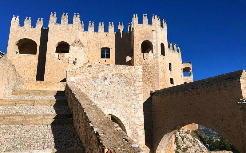 Accès au château entre les aires militaires et palatines