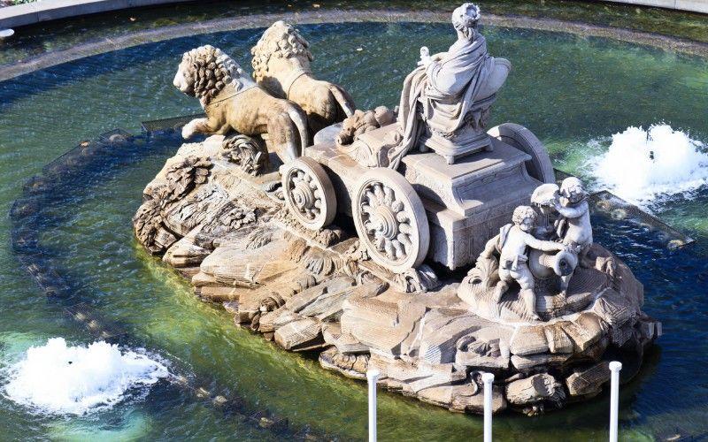 Détail arrière de la fontaine de Cybèle