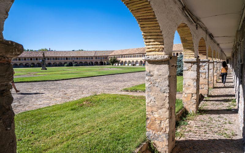 Place principale du château de San Pedro de Jaca