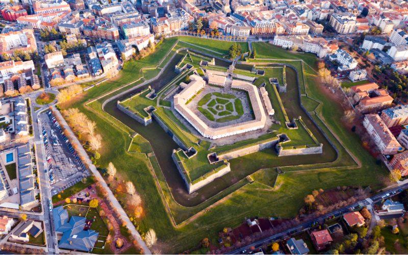 Vue aérienne du château de San Pedro