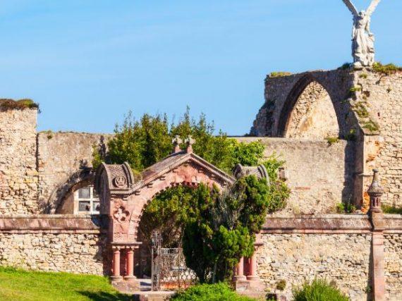 Cimetière gothique de Comillas, beauté spectrale face à la mer   Le Refuge du Week-end