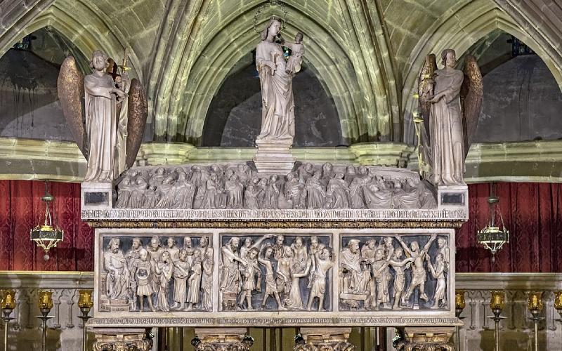 Sarcophage de Santa Eulalia, Crypte de Santa Eulalia dans la cathédrale de Barcelone