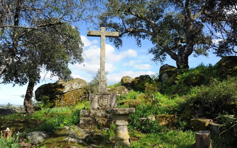 Croix á l'extérieur du Conventico