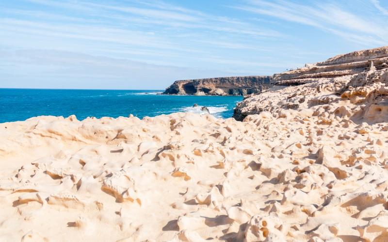 Les grottes d'Ajuy depuis la côte