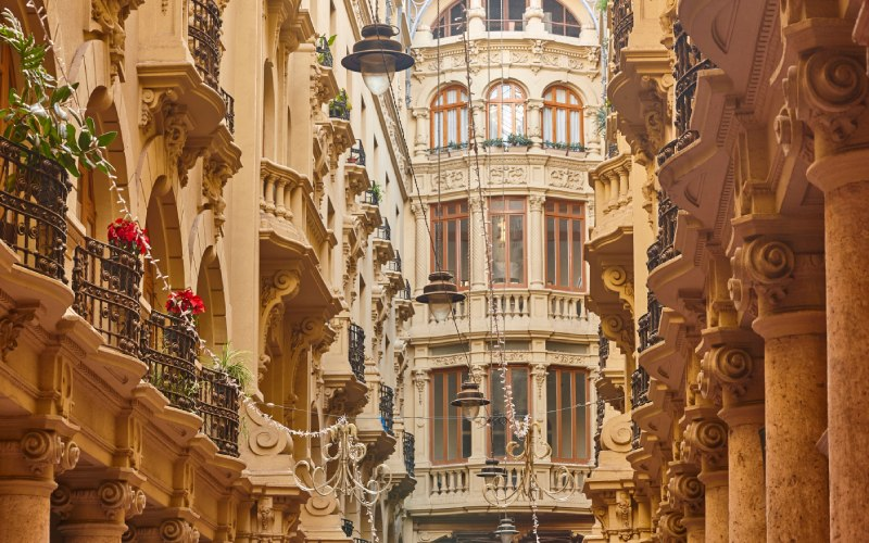 La galerie commerçante et résidentielle d'Albacete dans le style italien