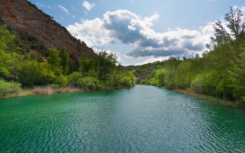 Vue sur le fleuve Tajo dans la région de Molina