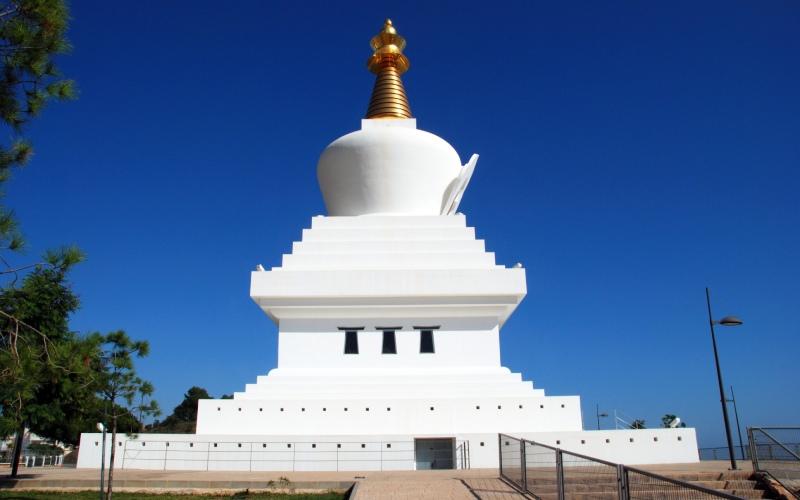 Le Stupa de l'Illumination est l'un des bâtiments les plus célèbres de Benalmádena