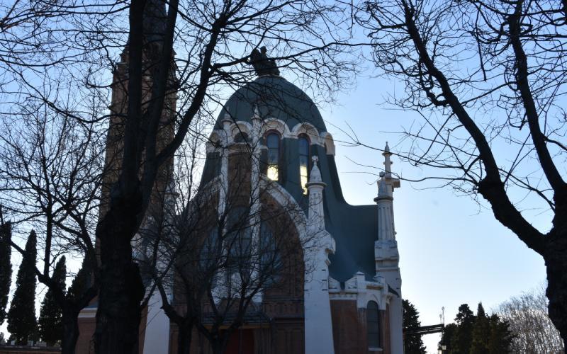 Chapelle du cimetière de l'Almudena. En haut, Faust