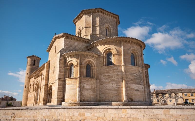 L'un des points de repère du Chemin français, l'église San Martín de Tours