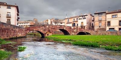 Puente Viejo sobre el río Gallo en Molina de Aragón